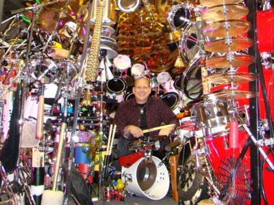 Wow, Pendeta Pecahkan Rekor Tabuh Drum Terbesar di Dunia