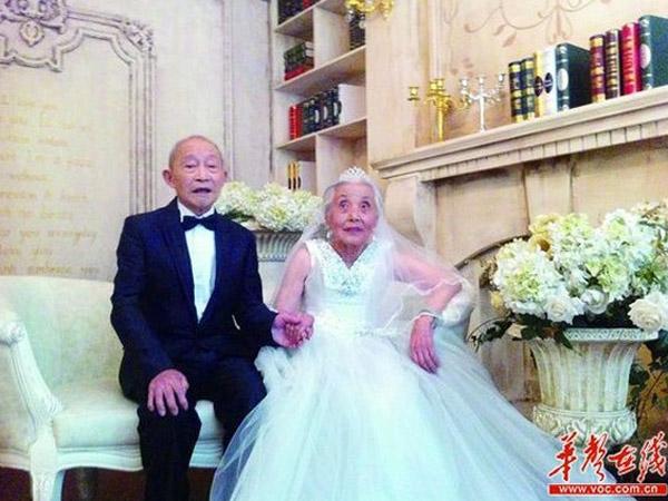 Akhirnya, Pasangan Kakek-Nenek Ini Jalani Upacara Pernikahan Setelah 68 Tahun!