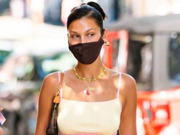 Acungkan Jari Tengah, Bella Hadid Sindir Polisi yang Tak Pakai Masker
