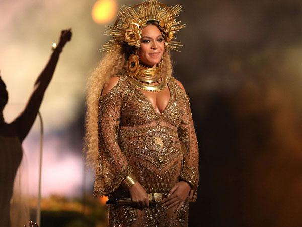 Bak Dewi Kerajaan, Aksi Spektakuler Beyonce Knowles Pukau Penonton Grammy Awards 2017!