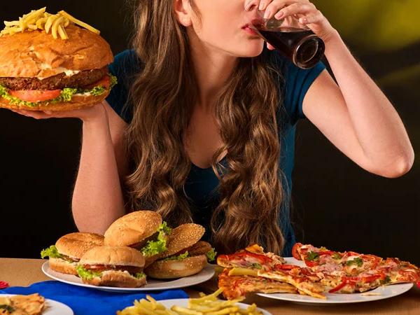 Tidak Hanya Disebabkan Oleh Pola Makan, Binge Eating Dapat Terjadi Karena Keturunan