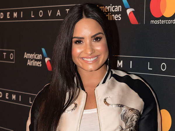 Demi Lovato Ungkap Cerita Emosional Dibalik Lagu 'Tell Me You Love Me'