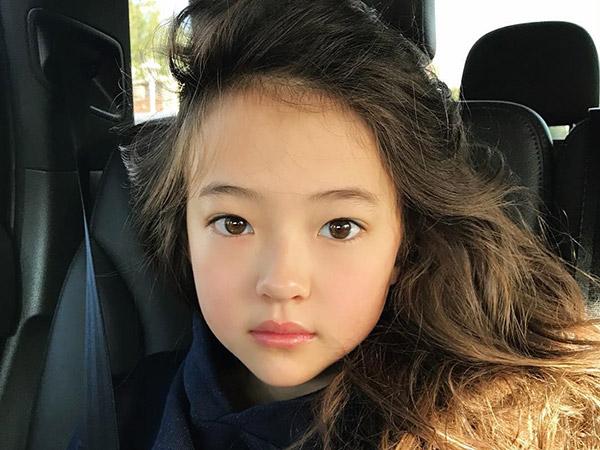 Model Cilik Blasteran Amerika-Korea Gabung ke Sub-Agensi YG Entertainment, Calon Trainee Girl Group Baru?
