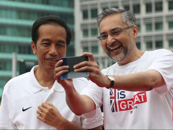 Perdalam Kerjasama, Dubes Inggris Solat Jumat Bareng Jokowi