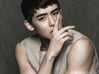Nichkhun 2PM Buktikan Ia Masih Lihai Bermain Bulu Tangkis