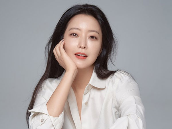Kata Kim Hee Sun yang Sering Adu Akting dengan Aktor Lebih Muda