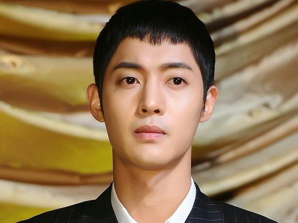 Lelah Dengan Berbagai Berita Buruk, Kim Hyung Joong Curhat Lewat Pesan Surat