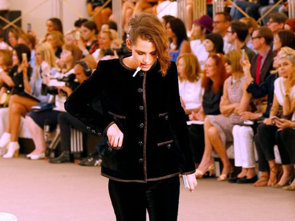 Tampil 'Berantakan' di Paris Fashion Week, Kristen Stewart Dikritik!