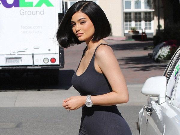 Bosan Dirumorkan Hamil, Kylie Jenner Akhirnya Angkat Bicara