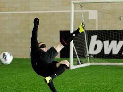 Akhirnya Rooney Bisa Cetak Gol dengan Mata Tertutup