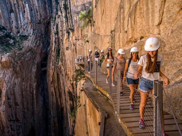 Meski Banyak Memakan Korban, Tempat Wisata Ini Ramai Dikunjungi Turis