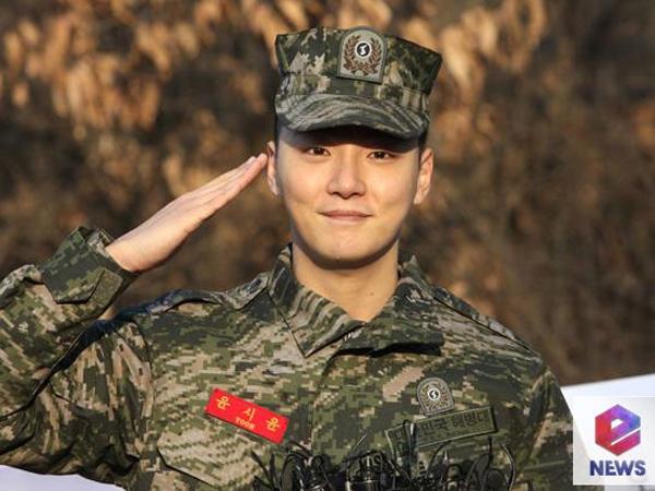 Resmi Selesaikan Wajib Militer, Yoon Shi Yoon Disambut Hangat Oleh Para Fans!