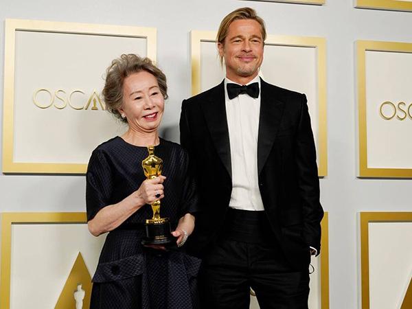 Terima Piala Oscar, Youn Yuh Jung Goda Brad Pitt dan Sanjung Sesama Nominasi