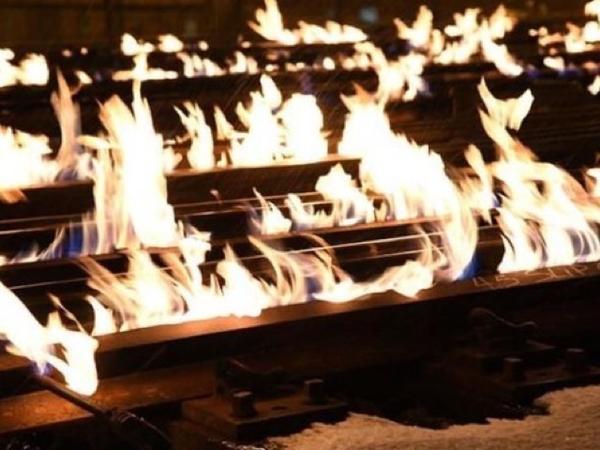 Rel Kereta Ini Dibakar Karena Alami Suhu Ekstrim Minus Puluhan Derajat Celsius!