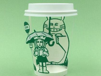 Super Kreatif! Ilustrator Asal Korea Ini Gambar Adegan Anime Terkenal di Cup Starbucks!