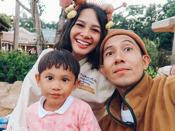 15andien-dan-keluarga-liburan-ke-hngkong-ditengah-corona.jpg