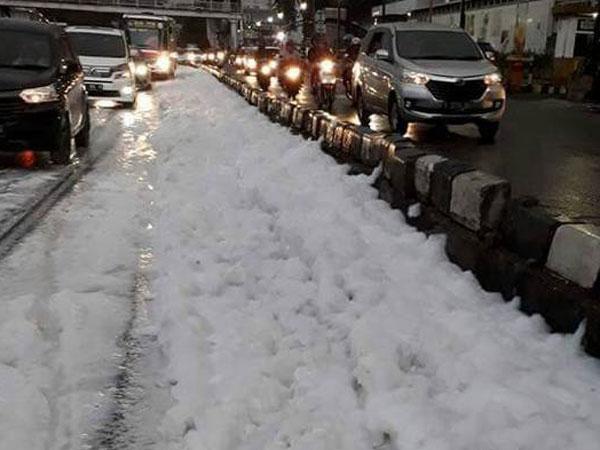 Penjelasan Adanya 'Salju' di Jalan Sudirman yang Sempat Bikin Heboh