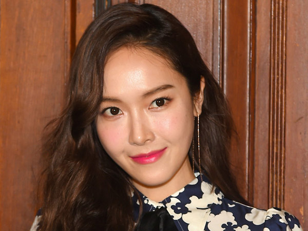Jessica Jung Singgung Hengkangnya Tiga Member SNSD di Instagram?