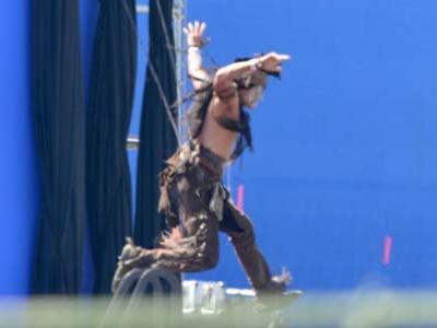 Johnny Depp Syuting Jadi Indian Nyentrik