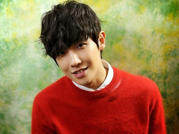 Menyanyi Buat Lee Joon MBLAQSusah Konsentrasi Penuh Dalam Akting?