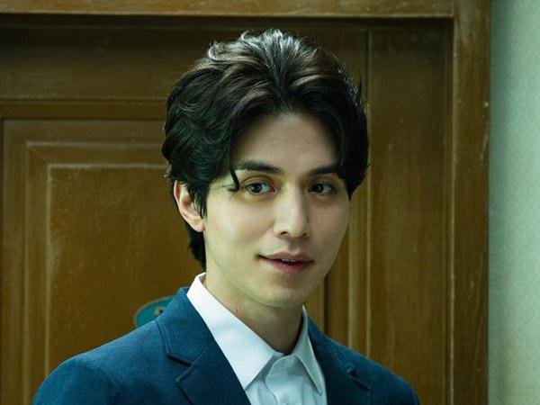 Lee Dong Wook Bocorkan Detil Karakternya yang Misterius di Drama 'Strangers From Hell'