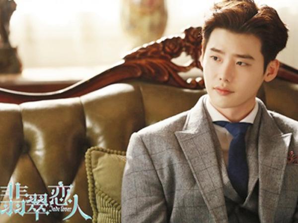 Peluk Zheng Shuang, Lee Jong Suk Penuh Chemistry Di Teaser Terbaru 'Jade Lover'