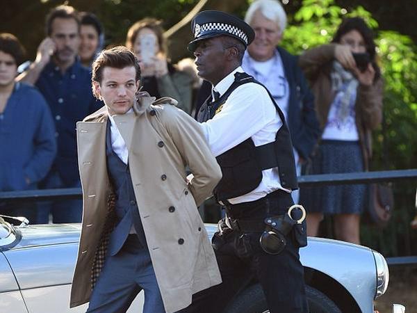 Louis Tomlinson Ditangkap Polisi Saat Syuting MV Baru One Direction?