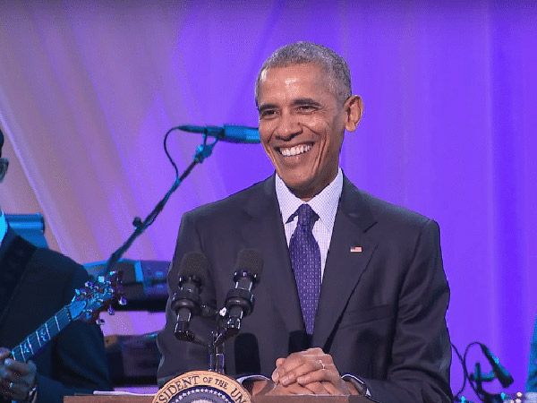 Tak Tahan, Obama Ikut Goyang Saat Dengar Lagu Drake di Acara Musik 'White House'