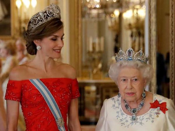 Begini Cantiknya Gaun Ratu Spanyol Saat Temui Ratu Inggris