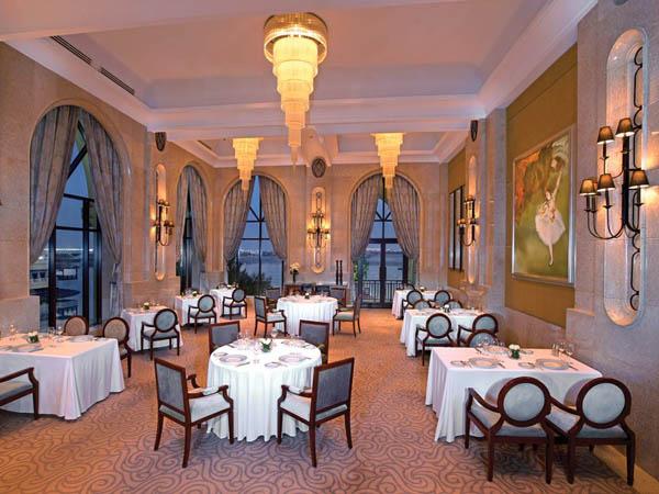 Restoran Ini Tawarkan Sensasi 'Makan' di Kapal Titanic