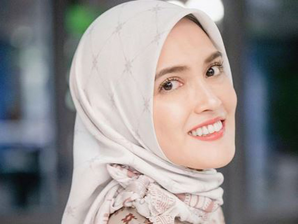 Beragama Nasrani, Shandy Aulia Cantik Berhijab di Momen Bukber Keluarga