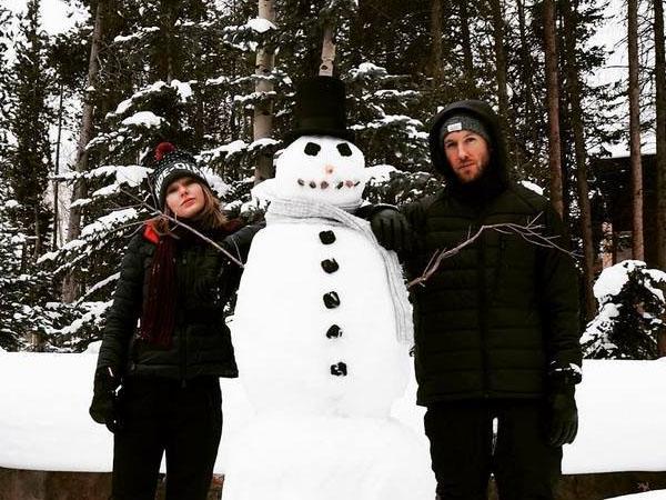 Sambut Natal, Taylor Swift dan Calvin Harris Kencan Manis Bareng Boneka Salju