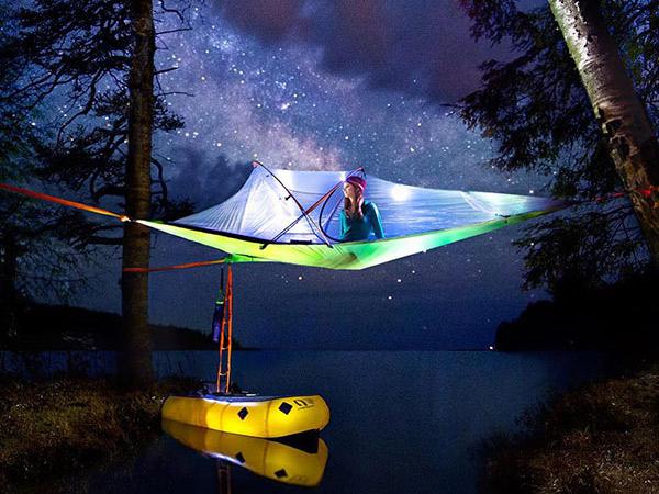 Tenda Gantung, Tren Baru Menginap di Alam yang Wajib Kamu Coba