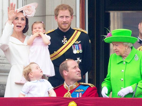 Pangeran William Kena Marah Ratu Elizabeth, Si Mungil George Pasang Tampang Lucu