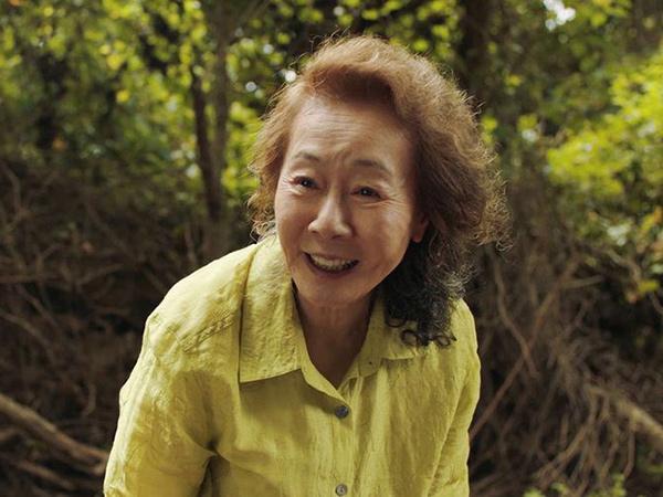 Reaksi Youn Yuh Jung Jadi Aktris Korea Pertama Masuk Oscar di Usia Senja