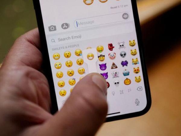 Apple Hadirkan Emoji Masker Tersenyum