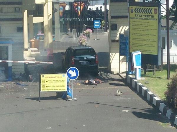 Rekaman CCTV dan Kronologi Ledakan Polrestabes Surabaya, Ada Pelaku Wanita?