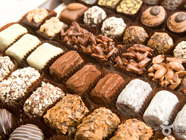 Bebelanja Cokelat Jelang Perayaan White Day di Toko Chateau Chocolate
