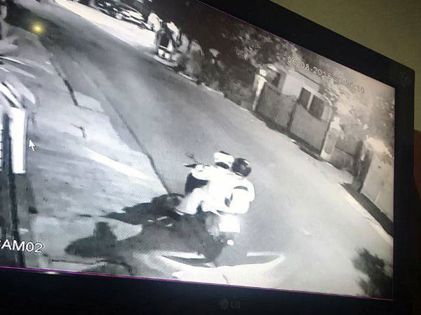 Pelaku Teror Rumah Mantan Pengacara Habib Rizieq, Kapitra Ampera Tertangkap Kamera CCTV