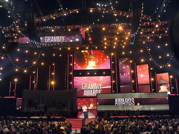 Duh, Baku Tembak Terjadi di Luar Lokasi Pre Gala Grammy Awards 2015!