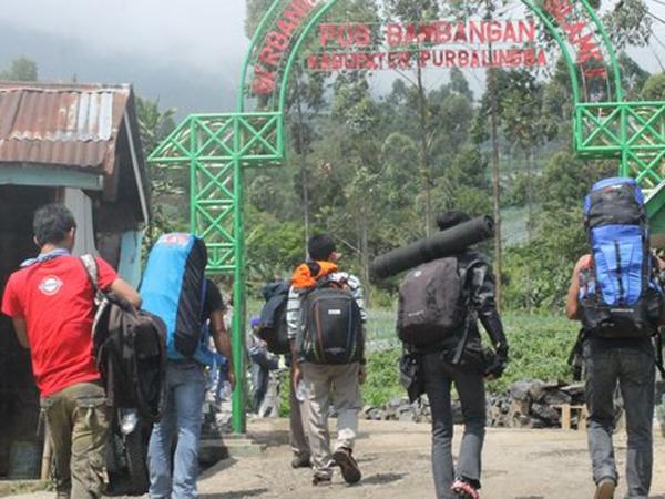 Pasca Ditutup, 1600 Pendaki Rayakan Pergantian Tahun di Puncak Gunung Slamet