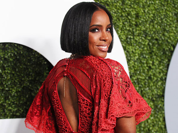 Yuk Intip Apa Saja Isi Tas Make Up Kelly Rowland 'Destiny's Child'!