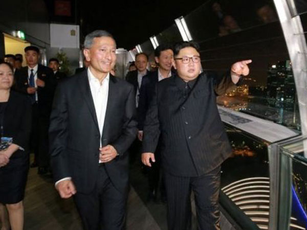 Detik-detik Bersejarah Kim Jong Un Foto Selfie Pertama Kali di Ranah Publik di Singapura!