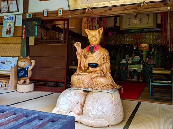 Kuil Kucing Yang Menggemaskan Namun Menyimpan Misteri Menyeramkan