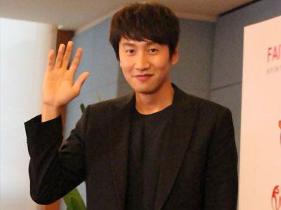 Lee Kwang Soo Ungkap Derita di Running Man Karena Badan Tingginya