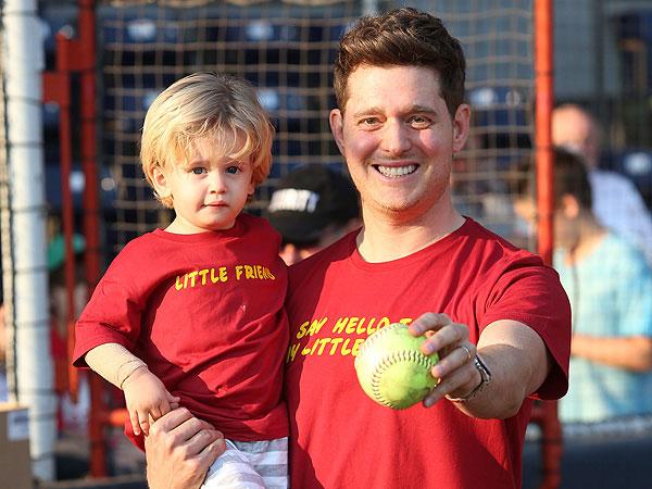 Michael Buble Buka-Bukaan Tentang Perjuangan Anaknya yang Berusia 4 Tahun Melawan Kanker