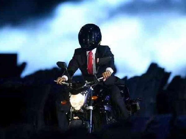 Aksi Memukau Jokowi Tunggangi Motor Gede, Respon Warga Asing: Layaknya Tom Cruise