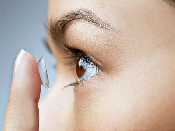 Mengerikan! Dokter Temukan 27 Lensa Kontak Menumpuk di Mata Seorang Wanita