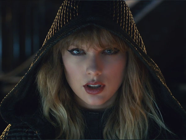 Taylor Swift Pakai Sarung Tangan Rancangan Desainer Indonesia di 'Ready for It'