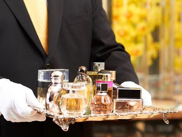 Khusus Urusi Parfum Hingga Perapian, Ini Pelayan dengan Tugas Aneh yang Disediakan oleh Hotel